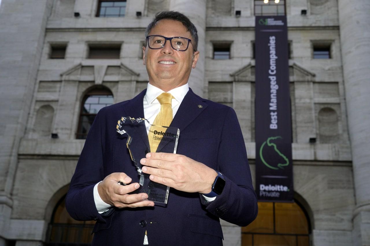 il Presidente Casullo con il Premio